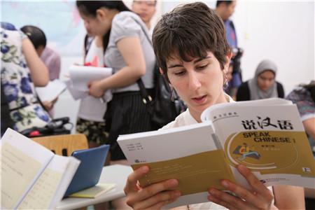 教中文賺錢,如果你中文夠好,不妨來試試!